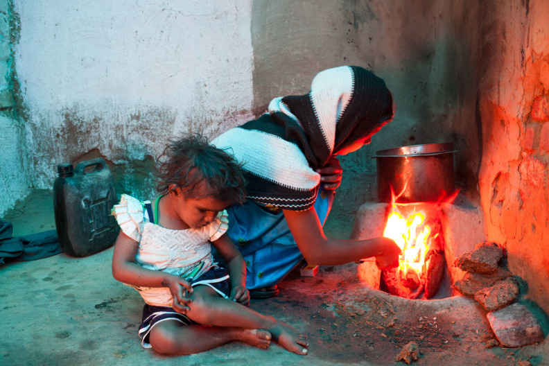 Agra, Archang, Brick kiln, Chotu, Donkey, Donkey Sanctuary, India, Madhupur village, Uttar Pradesh, animals, community, cooking, family, fire, food, stove